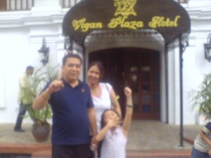 Me infront of Vigan Plaza Hotel