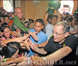 Noynoy Aquino shaking hands with supporters